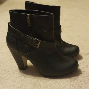 Madden Girl Black Ankle Boots Size 7